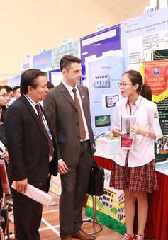 Hà Nội: Khai mạc cuộc thi Khoa học kĩ thuật cho học sinh THPT lần 8
