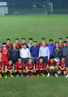 AFF Cup 2018: Bộ trưởng Nguyễn Ngọc Thiện đến thăm và động viên ĐT Việt Nam