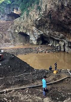 Nỗ lực tìm kiếm 2 người mất tích trong vụ sập hầm vàng ở Hòa Bình
