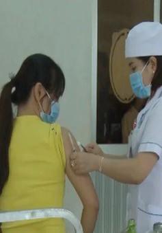 Người dân Kon Tum đổ xô đi tiêm vaccine bạch hầu