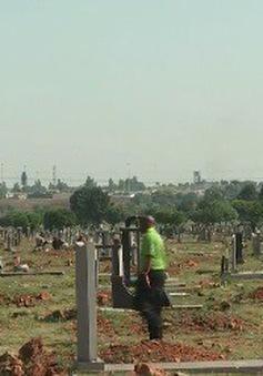Kỳ lạ tình trạng thiếu chỗ chôn cất tại Johannesburg