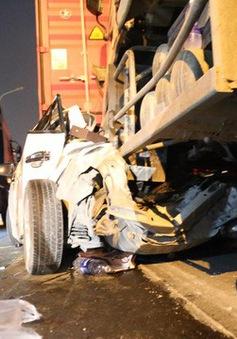 Tai nạn liên hoàn trên cầu Phú Mỹ, một ô tô bẹp dúm
