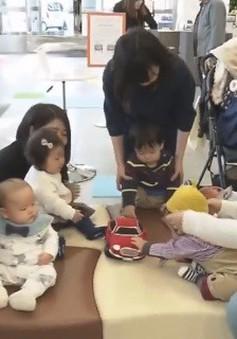 Tiếng động cơ ô tô giúp trẻ sơ sinh ngừng khóc