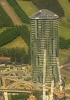 Sơ tán hàng nghìn người trong đêm Giáng sinh do nứt tòa tháp chung cư 38 tầng
