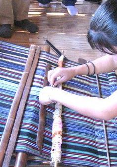Đề nghị đưa nghề dệt thổ cẩm Hrê là di sản văn hóa