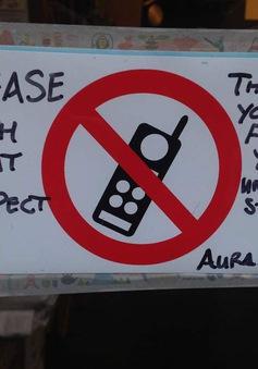 Độc đáo nhà hàng miễn phí cho trẻ em nếu cha mẹ không dùng điện thoại trong bữa ăn