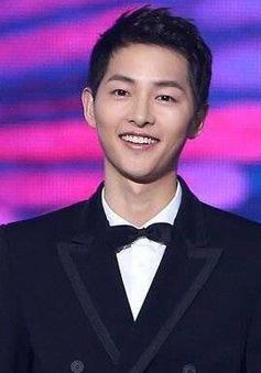 Song Joong Ki sẽ dẫn MAMA 2018 cùng Park Bo Gum và Jung Hae In