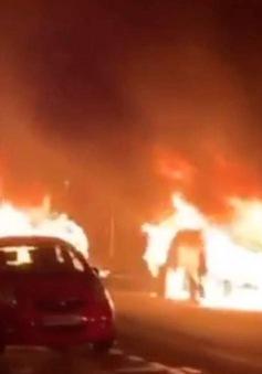 Nhiều xe bị phóng hỏa tại Thủ đô Paris, Pháp