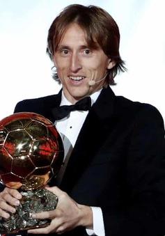 Sau 10 năm, QBV - Ballon d'Or đã tuột khỏi tay C.Ronaldo và Lionel Messi!