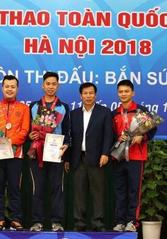 Bộ trưởng Nguyễn Ngọc Thiện trao thưởng cho các huy chương Bắn súng của của Đại hội Thể thao toàn quốc lần thứ VIII - 2018