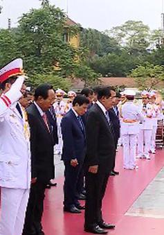 Thủ tướng Campuchia vào Lăng viếng Chủ tịch Hồ Chí Minh