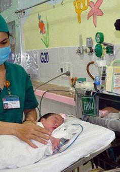 Hai trẻ sơ sinh mắc các dị tật hiếm gặp