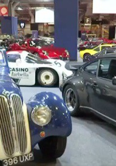 Triển lãm xe cổ Retromobile tại Paris, Pháp