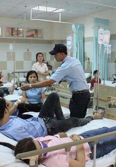 Bình Dương: Điều tra làm rõ vụ hàng chục công nhân nhập viện nghi bị ngộ độc thực phẩm