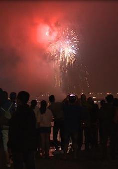Người dân Đà Nẵng và du khách hòa chung niềm vui đón năm mới