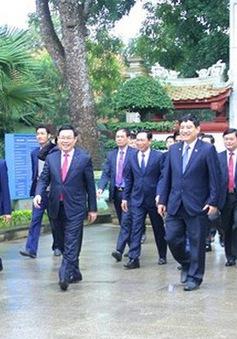 Phó Thủ tướng Vương Đình Huệ dâng hoa tại Khu di tích Kim Liên và Truông Bồn