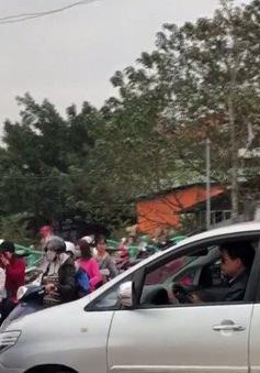 Ùn tắc giao thông đường vào phủ Tây Hồ ngày Tết