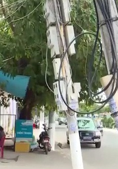 Nha Trang: Nguy hiểm từ trụ điện nghiêng vào nhà dân