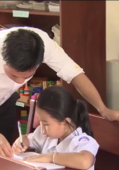 Thầy giáo tận tâm mang con chữ đến Trường Sa