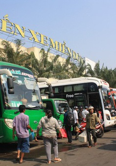 Bến xe miền Đông tấp nập người dân về lại thành phố sau đợt nghỉ Tết