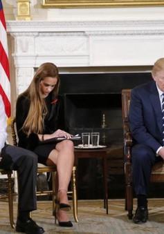 Tổng thống Mỹ đề xuất trang bị súng cho giáo viên