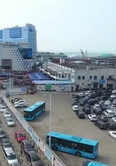 Hàng chục nghìn ô tô mắc kẹt khi chờ qua phà sau Tết ở Trung Quốc