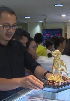 Người dân TP.HCM tấp nập mua vàng ngày vía Thần tài