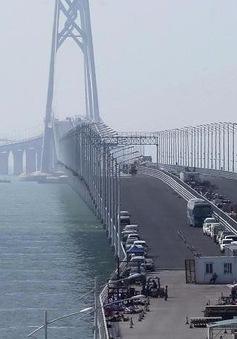Trung Quốc hoàn thành đường hầm nối cầu xuyên biển dài nhất thế giới