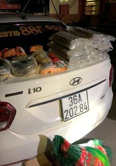 Thanh Hóa: Sử dụng taxi chở 30 kg thỏi thuốc nổ và kíp nổ