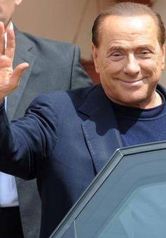 Ông Berlusconi cam kết sẽ trục xuất 600.000 người nhập cư trái phép