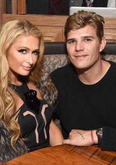 Qúa nhiều bạn bè, Paris Hilton gặp khó khăn với kế hoạch đám cưới