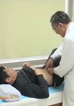 Viêm loét dạ dày thường gây đau âm ỉ, có tính chu kỳ