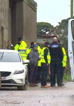 Anh bắt 3 đối tượng tình nghi bóc lột 200 người di cư
