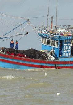 Cứu nạn thành công 8 thuyền viên gặp sự cố hỏng tàu trên biển