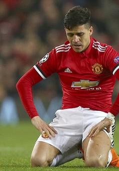 """Sanchez bị """"mắng hội đồng"""" tại Man Utd"""