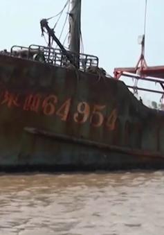 Trục vớt tàu nước ngoài bị chìm trên biển Bạc Liêu