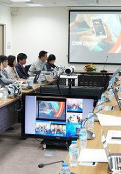 """Cùng MC Thụy Vân, Hạnh Phúc khám phá """"Nội dung số"""" của VTV tại Hội báo toàn quốc 2018"""