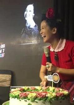 Hồng Nhung bất ngờ khi được fan tổ chức sinh nhật