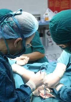 Cấp cứu kịp thời cho một bệnh nhi người Lào nguy kịch vì nhiễm độc nặng
