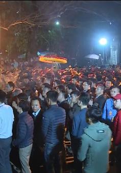 Hàng vạn du khách về dự lễ hội khai ấn đền Trần