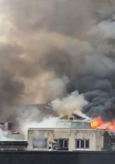 Cháy lớn tại khu thương mại ở Scotland