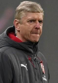 HLV Wenger tuyên bố không sợ mất việc ở Arsenal
