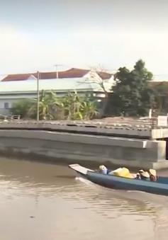 Hậu Giang: Xây cầu gần 30 tỷ đồng lại không có độ tĩnh thông thuyền