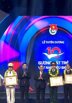 Thủ tướng dự lễ tuyên dương 10 gương mặt trẻ Việt Nam tiêu biểu 2017