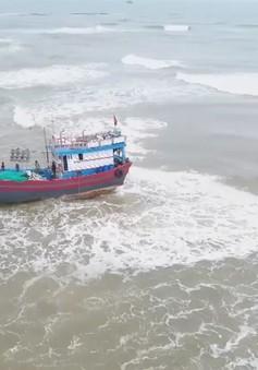 Quảng Trị: Cửa biển bồi lấp, nhiều tàu cá mắc cạn