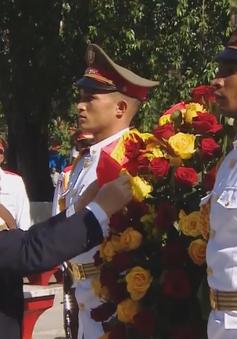 Tổng Bí thư đặt vòng hoa tại tượng đài Chủ tịch Hồ Chí Minh ở Cuba