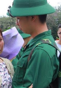 Gần 3.500 thanh niên Hà Nội lên đường nhập ngũ: Bịn rịn giờ chia tay