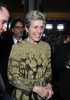 Vừa giành giải Oscar, Frances McDormand suýt mất tượng vàng