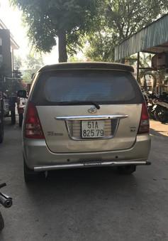 Ô tô chở thuốc lá lậu tông văng CSGT để đồng bọn chạy trốn