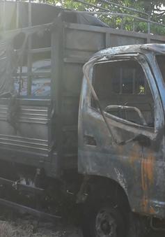 Quảng Ngãi: Hai xe cháy rụi sau khi húc nhau, một người tử vong